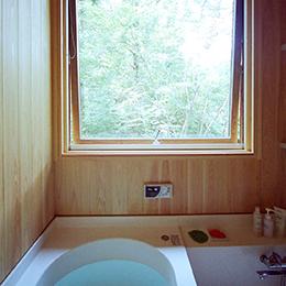 山中の住宅_浴室