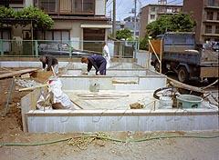 基礎天端ならし・防湿コンクリート高さと土間高さの確認・土の埋め戻し・設備配管立ち上げ位置の確認